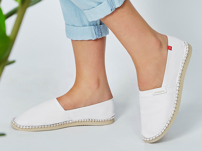 designidentity_photography_ecommerce_model_unrecognisable_womens_fashion_footwear_white_toms